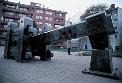 20080130214146-esculturalaferreriagaldakao.jpg